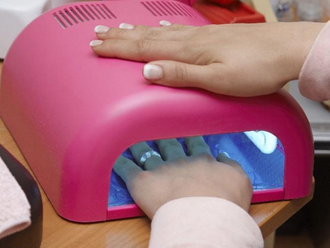 Сушка ногтей в УФ лампе