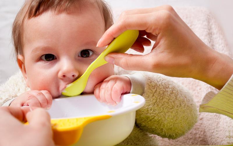 Кормление ребенка грудного возраста