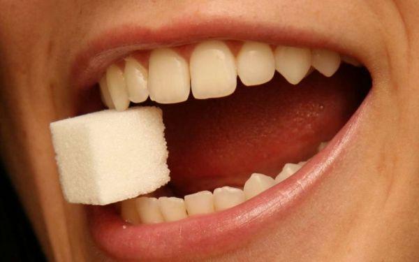 Кубик сахара во рту